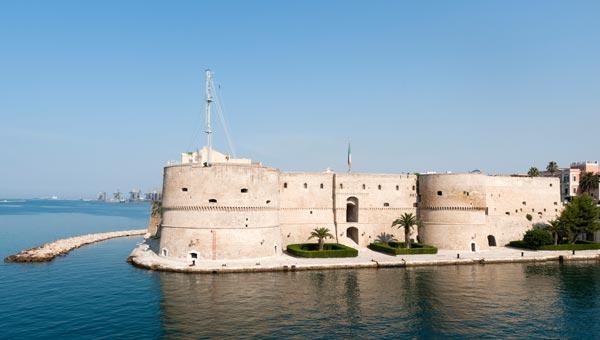 Meteo Taranto: oggi pioggia debole, domani nuvoloso con pioggia leggera, lunedì 25 gennaio nuvoloso con pioggia leggera